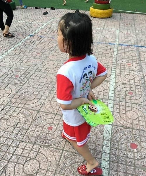 Nhãn hàng yoosun rau má tặng quạt cho trẻ em