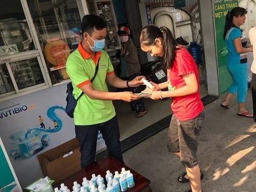 Công ty đại bắc phát tặng miễn phí gel rửa tay sát khuẩn