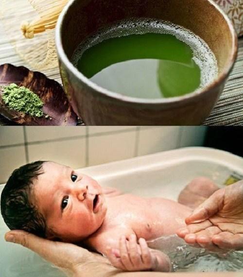 bé bị chàm sữa nên tắm gì