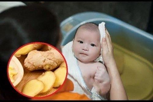 trẻ sơ sinh bị rôm sảy bôi thuốc gì