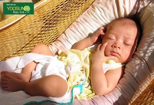 Cách tắm nắng cho bé sơ sinh đúng cách