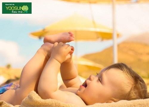 Có nên tắm nắng cho trẻ sơ sinh không