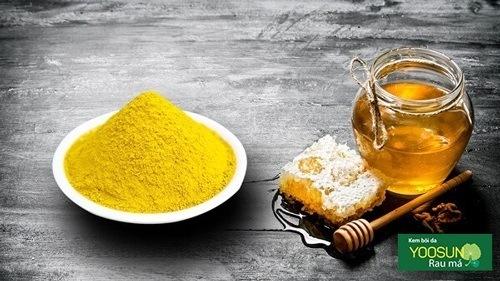 Hướng dẫn trị thâm mụn bằng mật ong và bột nghệ