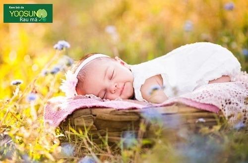 Tắm nắng cho trẻ sơ sinh có tốt không