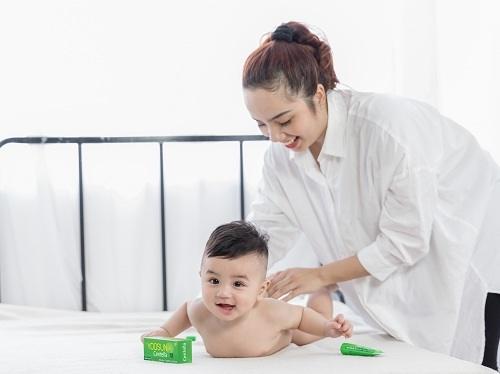Trẻ sơ sinh bị khô da nên bôi gì