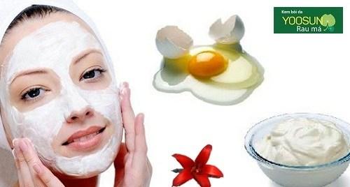 Đắp mặt nạ trứng gà sữa chua không đường