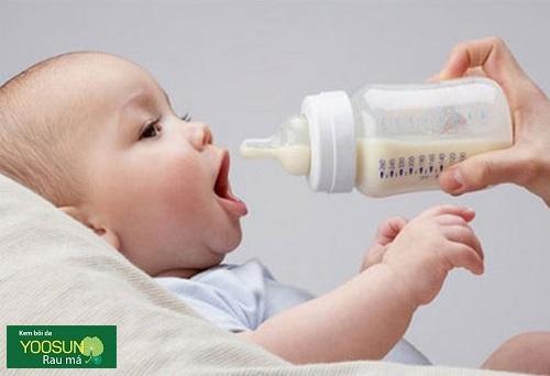 Trẻ bị dị ứng sữa công thức