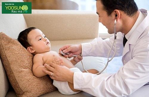 Trẻ sơ sinh dị ứng sữa công thức