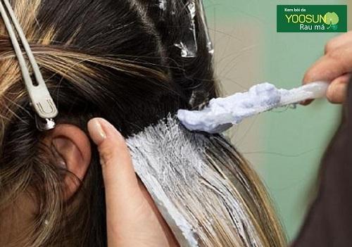 Bị dị ứng hóa chất làm tóc