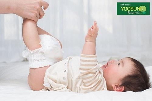 Cách mặc tã quần cho bé