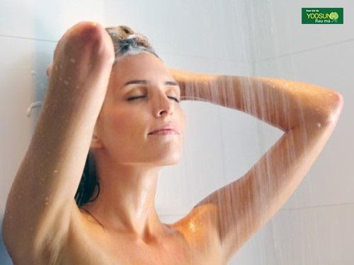 Cách phòng tránh mọc mụn ở ngực nam và nữ
