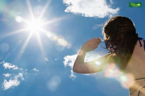 dị ứng ánh mặt trời